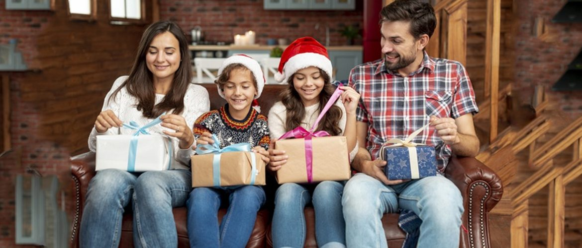 7 Ways to Keep the Family Joyful This Holiday Season